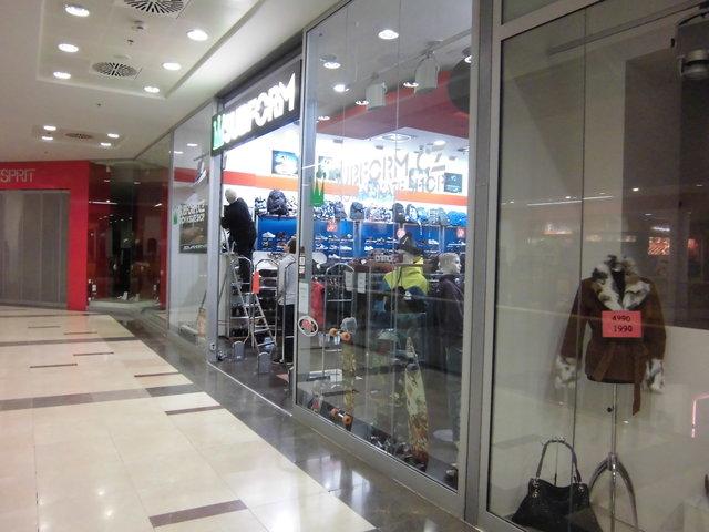 Mytí výloh v obchodních centrech